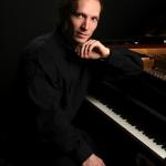 Roustem-piano-assis
